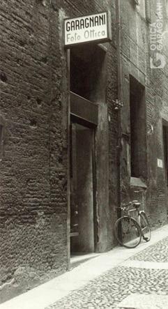 Garagnani: l'ingresso del primo negozio di Via di Porta Castello a Bologna