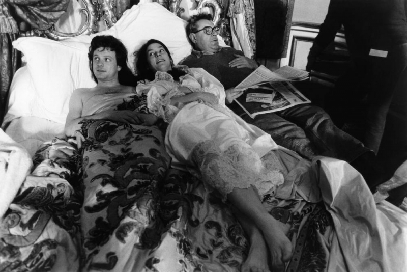 VALMONT, from left, Colin Firth, Meg Tilly, director Milos Forman, on-set, 1989, ©Orion Pictures